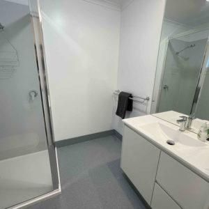 Bathroom (Twin/Triple Apartment)